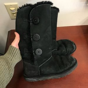 Authentic black uggs with buttons